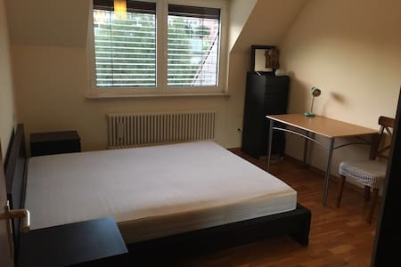 Quiet King-size bedroom in Kirchberg & parking - Luxembourg  - Leilighet