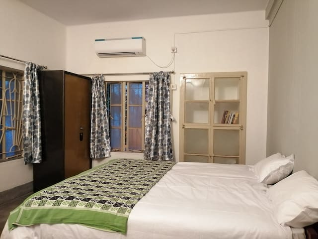 European style  modern flat (AC) WiFi &  amenities