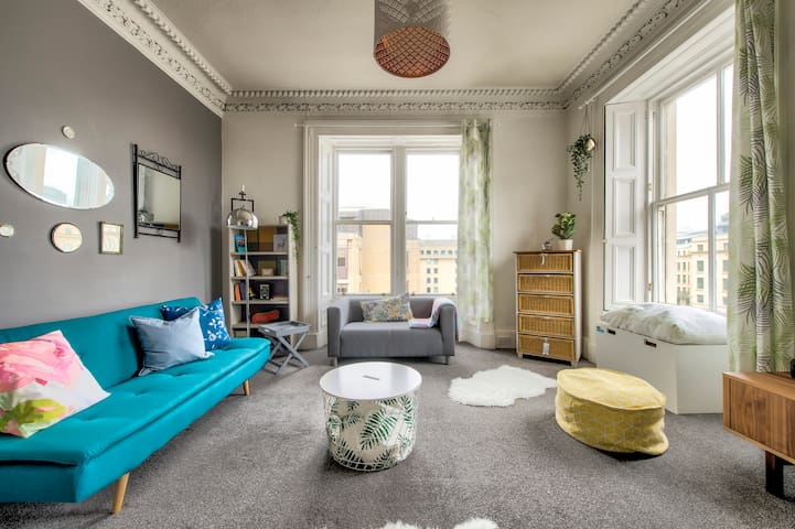 Superbly Located, Bright Edinburgh Flat (4Guests)
