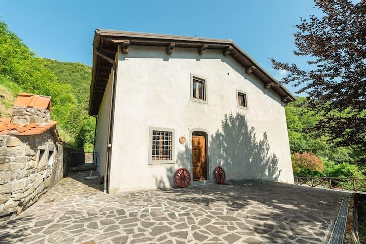 Landelijk appartement in Cutigliano met een gedeeld zwembad