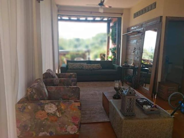 Sala na parte inferior da casa, tv a cabo nas duas Salas.