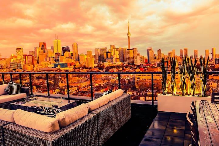 C Lounge - EXCLUSIVE condo w/massive deck + pool