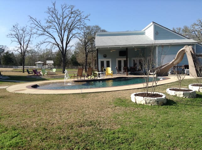 A&M Guest House w/Pool & Large Fire Pit - College Station - Guesthouse