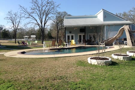 A&M Guest House w/Pool & Large Fire Pit - College Station - Gästhus