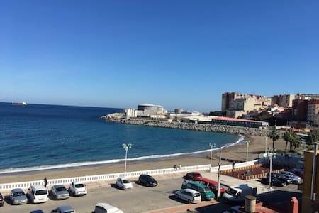 Piso frente al mar y cerca de centro comercial