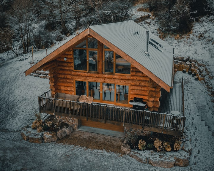 Luxury Log Cabin with Hot Tub