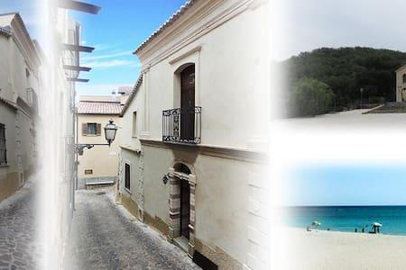Antonella-della-Carminella - Davoli - Σπίτι