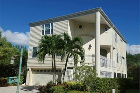 Secluded Longboat Key Home with Deep Water Dock! - Longboat Key - Ház