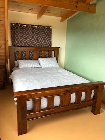 Queen bed and single bed in Bedroom 2