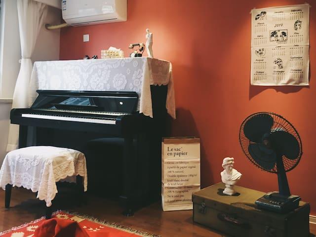 【一宿】欧式复古钢琴投影loft公寓带浴缸 江南大学近太湖风景区 一号线直达三阳广场 融创茂