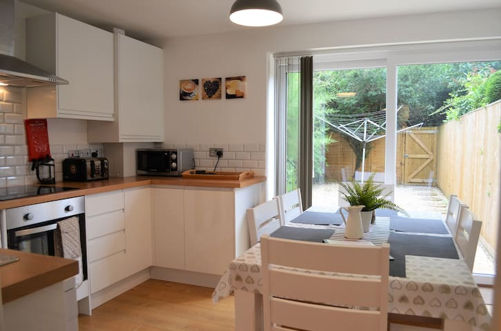 Town House with access by rail to Bicester Village