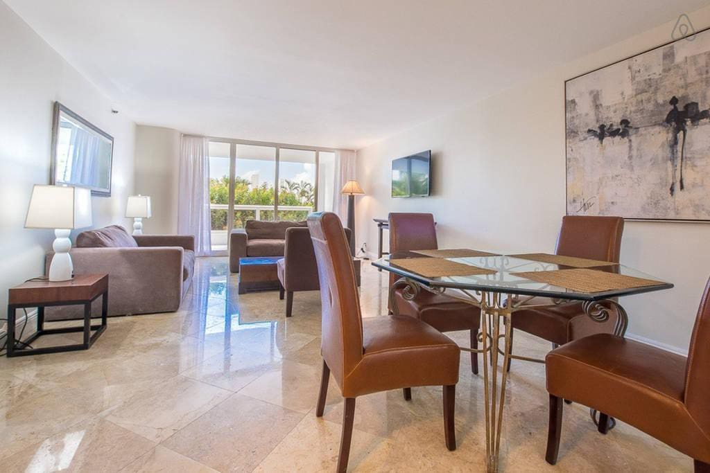"""The Grand 1155   3bed/2bath   Free Valet Parking"""""""