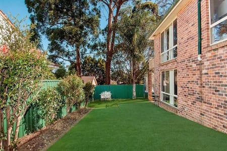 Suburban townhouse , mostly quiet - Carlingford