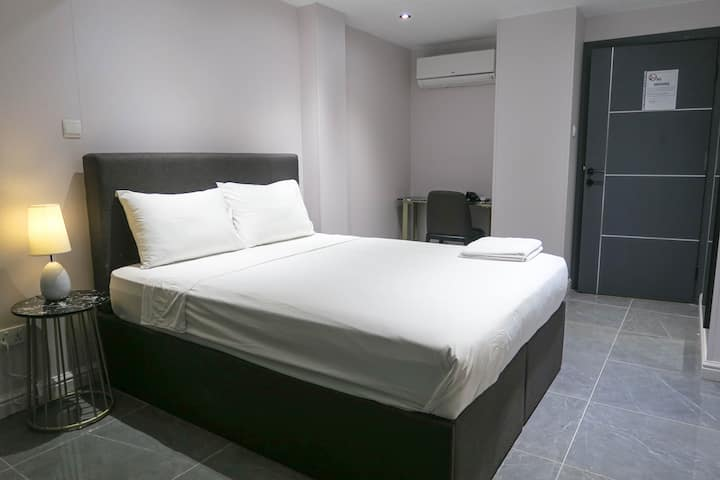 CITY Modern Studio Apt/WIFI@ Orchard/ Central Area