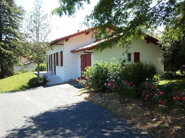 Villa dans jardin arboré de 1200 m²