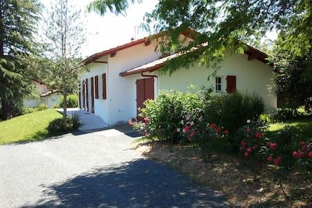 Villa dans jardin arboré de 1200 m² - Espelette