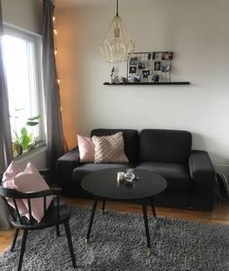 New studio apartment 10 mins from Arlanda airport - Märsta - Departamento