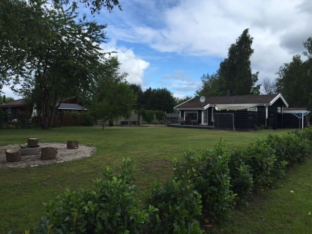 Great vacation home with a lovely garden - Dronningmølle - Daire