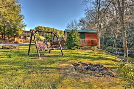 Riverfront 1BR Sparta Cabin w/Private Porch! - Sparta