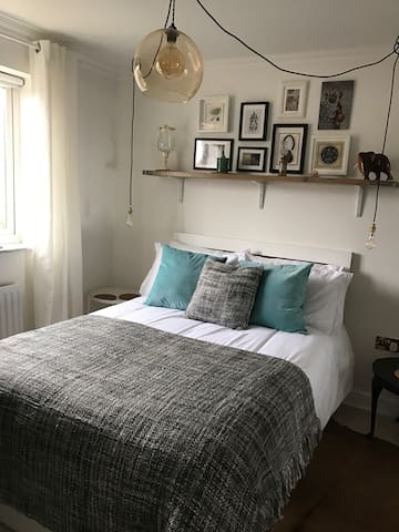 Newly refurbished, unique, quirky double bedroom - Beeston - Bed & Breakfast
