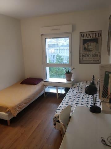 Bel appartement au pied des Buttes Chamont