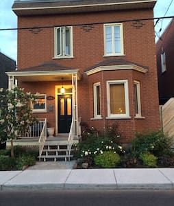 Historic Lachine canal. 15min to Airport/Downtown - House