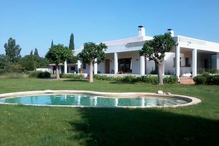 Casa/villa ecológica, en el campo, en Costa Brava - Cabanes - Dom