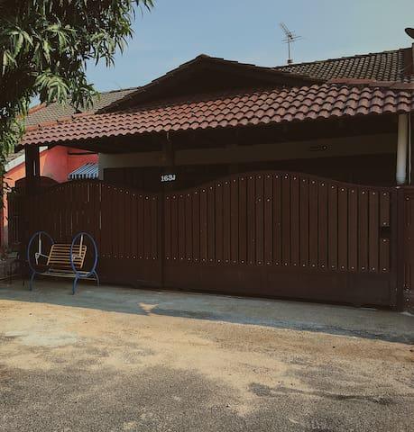 ZA4R Homestay Malacca (163-J)