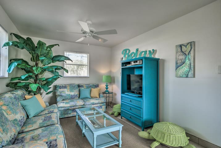 Cozy Bonita Springs Cottage - Mins from the Beach!
