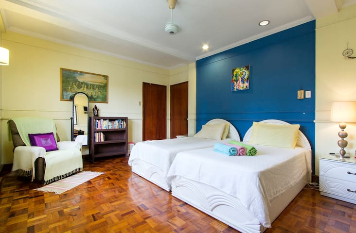 Secure, Spacious and Central - Ciudad de Makati - Casa