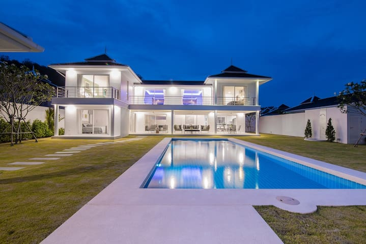 Hua Hin Prestigious Pool Villa by Falcon Hill 206