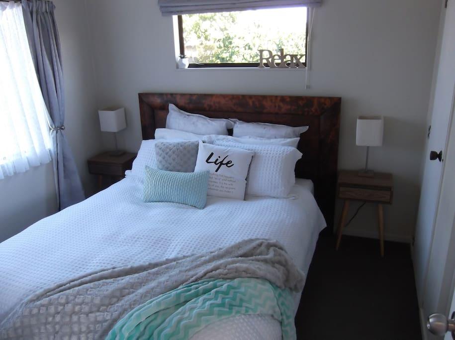Queen Bed in bedroom