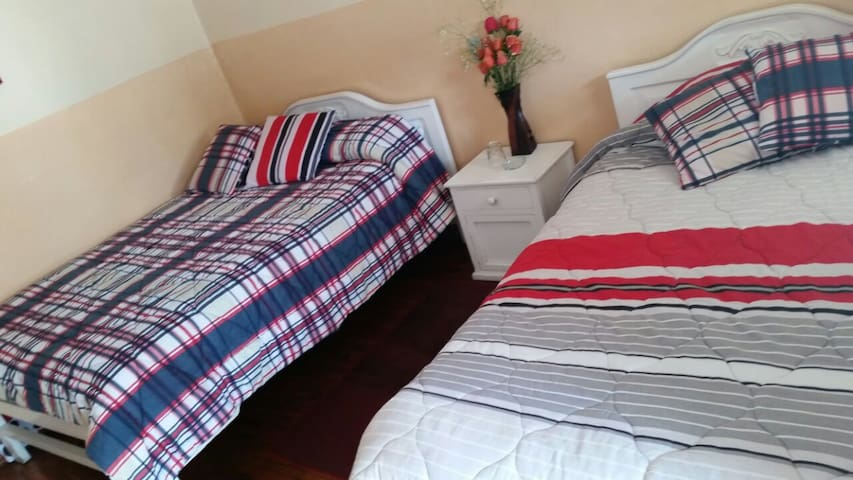 Double Room Share Bathroom near the Train - Alausi