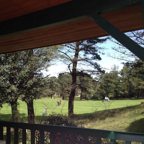 Duplex 3P sur le golf de CHIBERTA