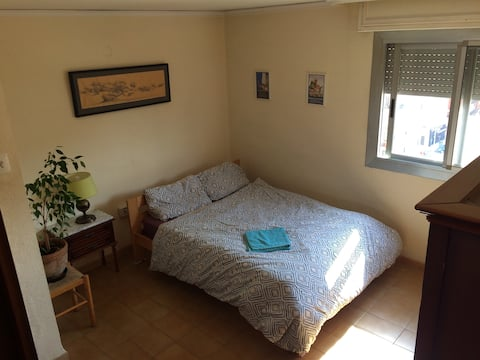 Private double  bedroom with WiFi near the centre