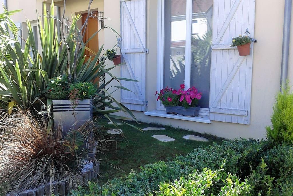 Confortable suite piscine jacuzzi terrasse villas for rent in saint fargeau ponthierry le - Piscine saint fargeau ponthierry ...
