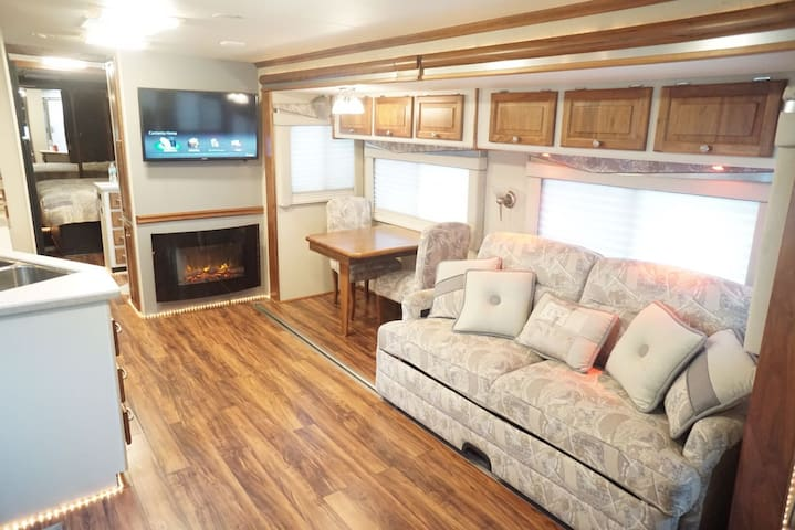 Large & Cozy RV in South Miami