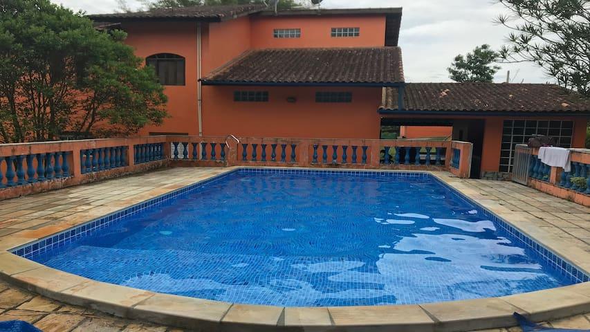 Chacará em Mogi, com piscina aquecida ate 30pes