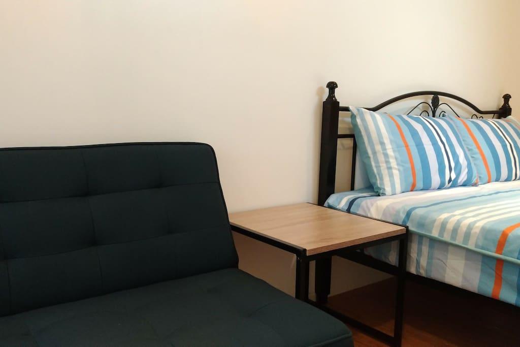 每位房客入住前,我們會為您更換乾淨的床單、被套、枕套、毛巾、浴巾---等。