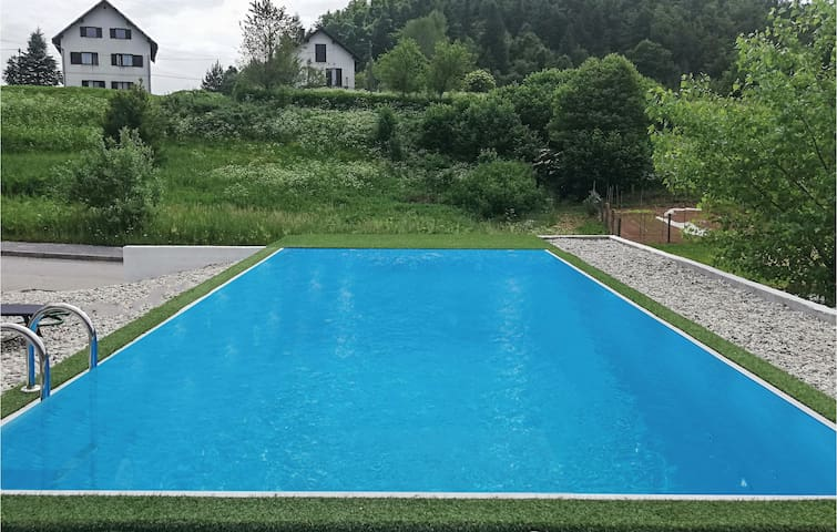 Holiday cottage with 3 bedrooms on 120m² in Crni Lug