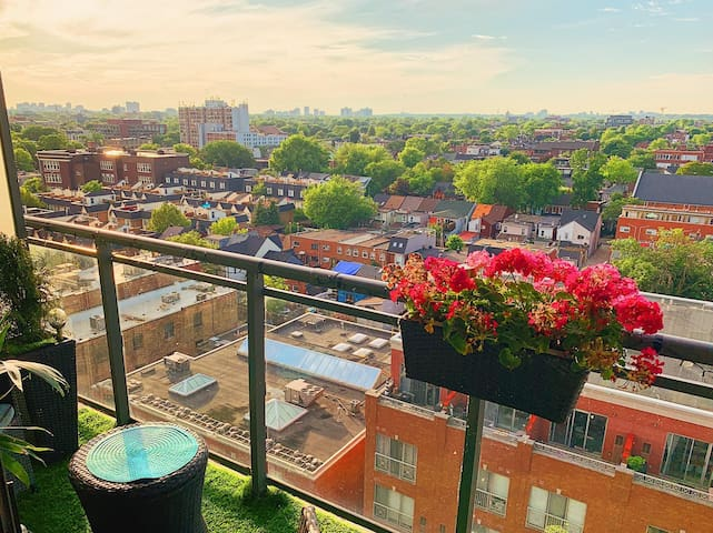 King Street West Apartment with Unobstructed Views