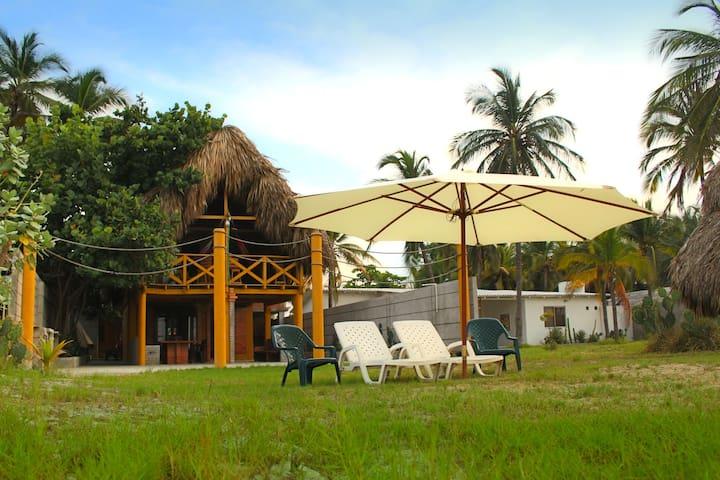 Villa Carolina: Beachfront Cabin