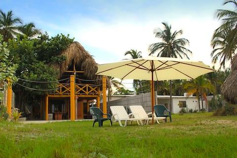 Villa Carolina: Beachfront Cabin