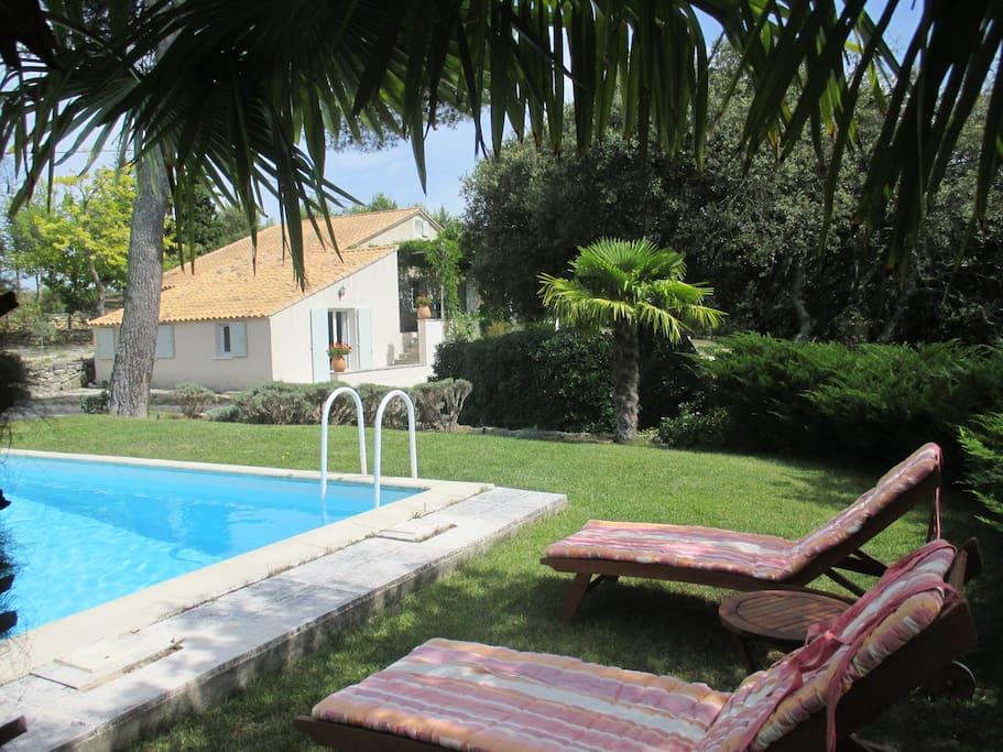La tangana tr s belle chambre vue sur jardin for Chambre hotes rognes 13