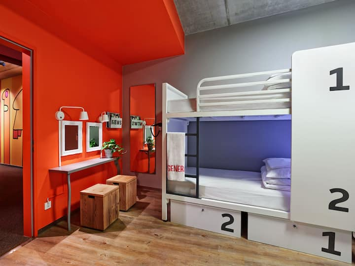 Generator Mitte - Private 4-bed Room