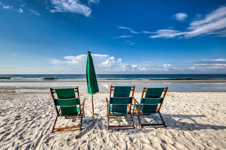 Condo w/ shared pool, hot tub, views, beach access, & fishing pier