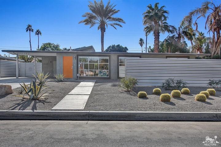 Mini Resort -  Mid Century Modern Oasis