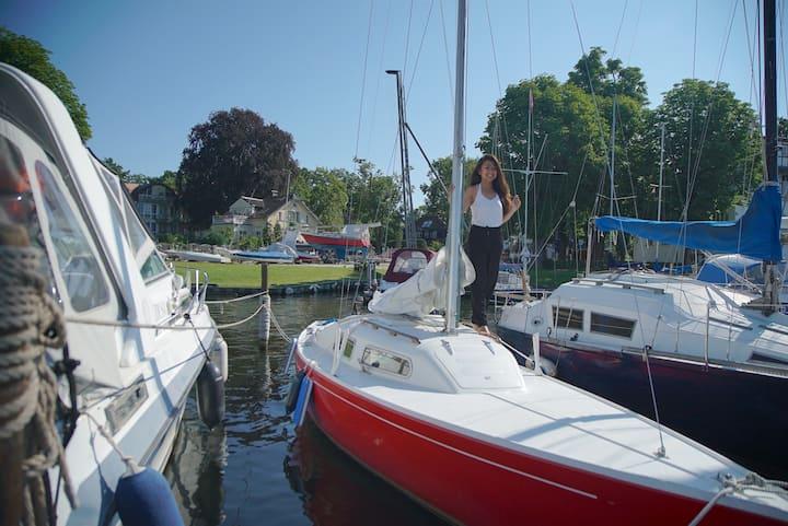 Sailing boat with option to sail + sleep + anchor