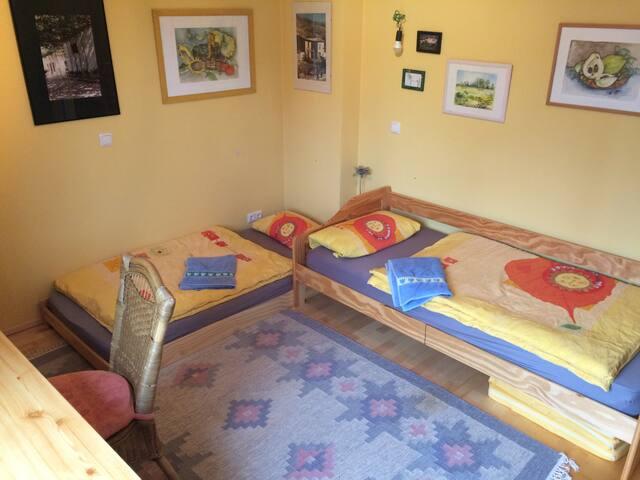 Zimmer + Nutzung Küche, Bad, Terrasse, Fitnessr.