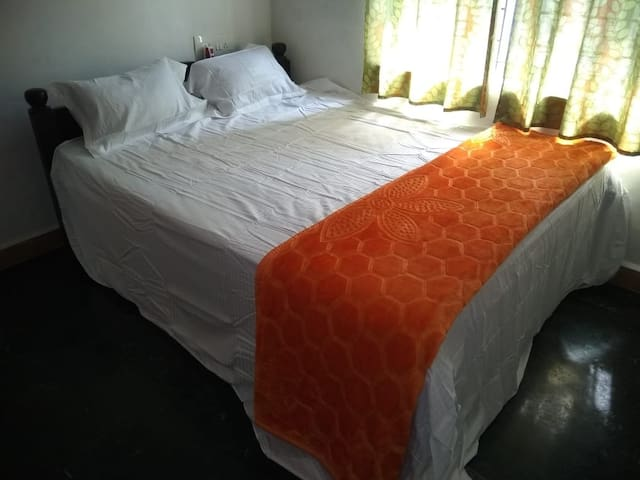 GLN Guest House, Kaddirampura, Hampi